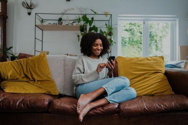 Como adaptar os sofás nas estações do ano?
